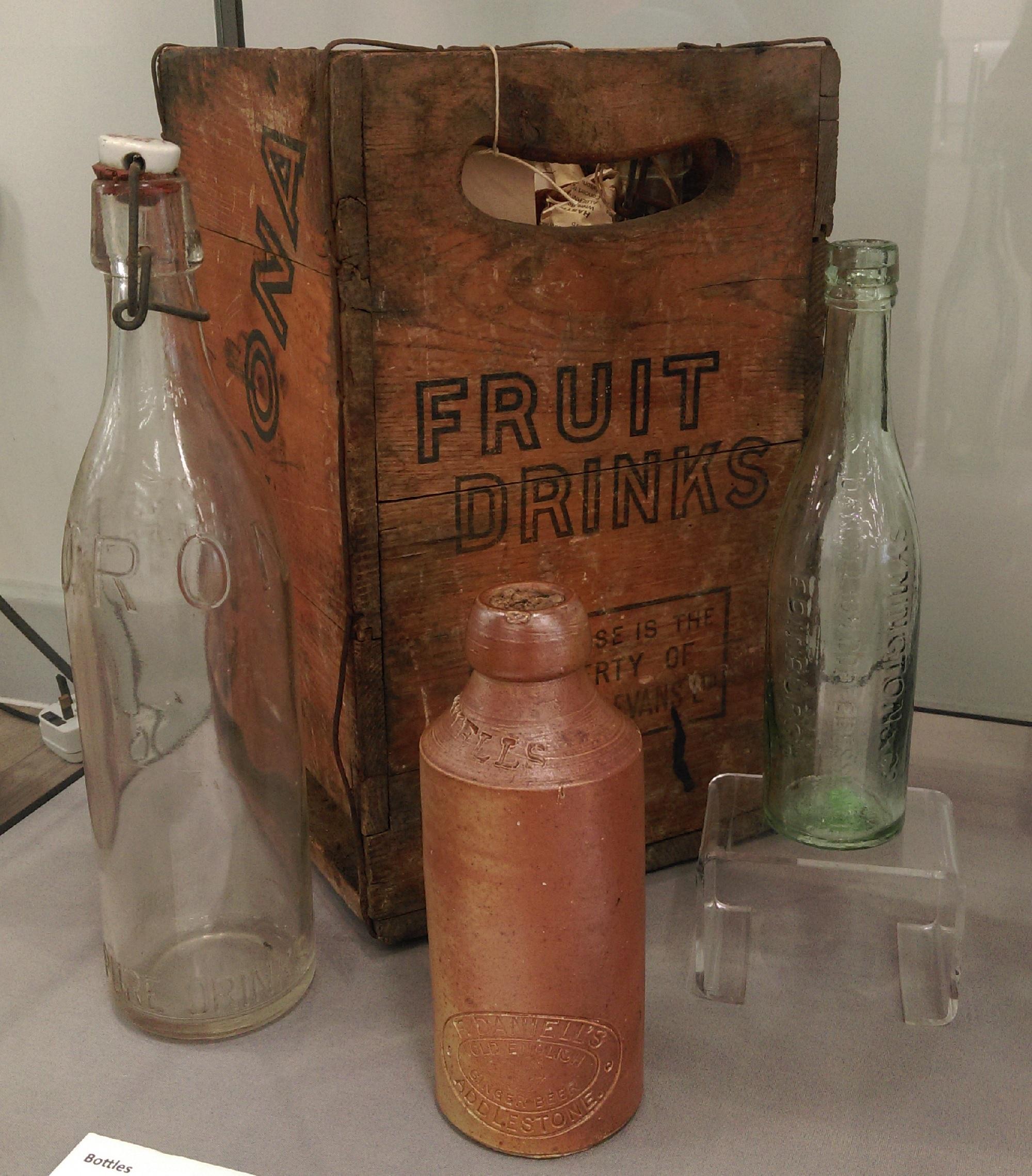 Box for 4 Corona bottles, with 'Corona' and