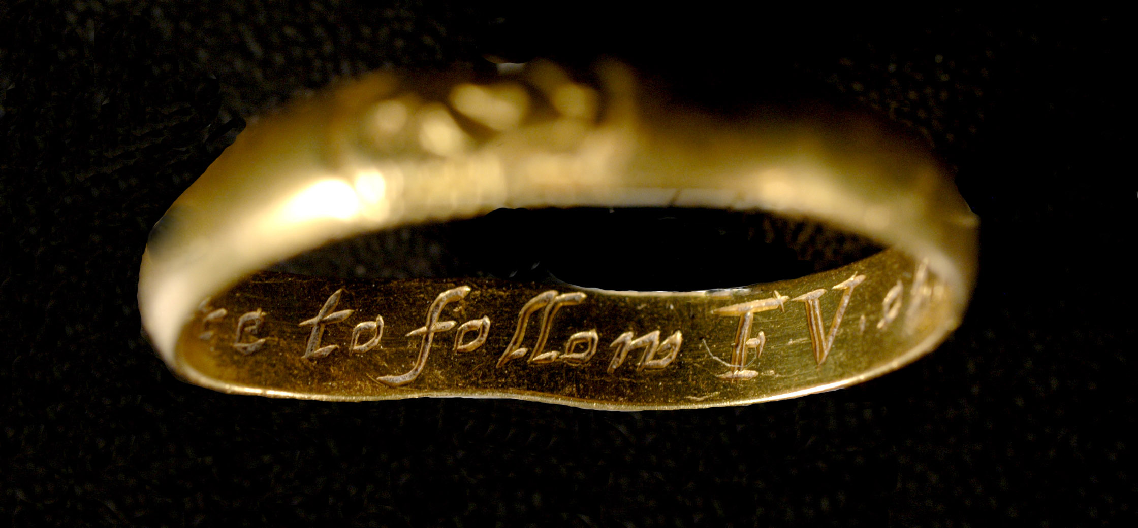 Mourning ring inscription detail