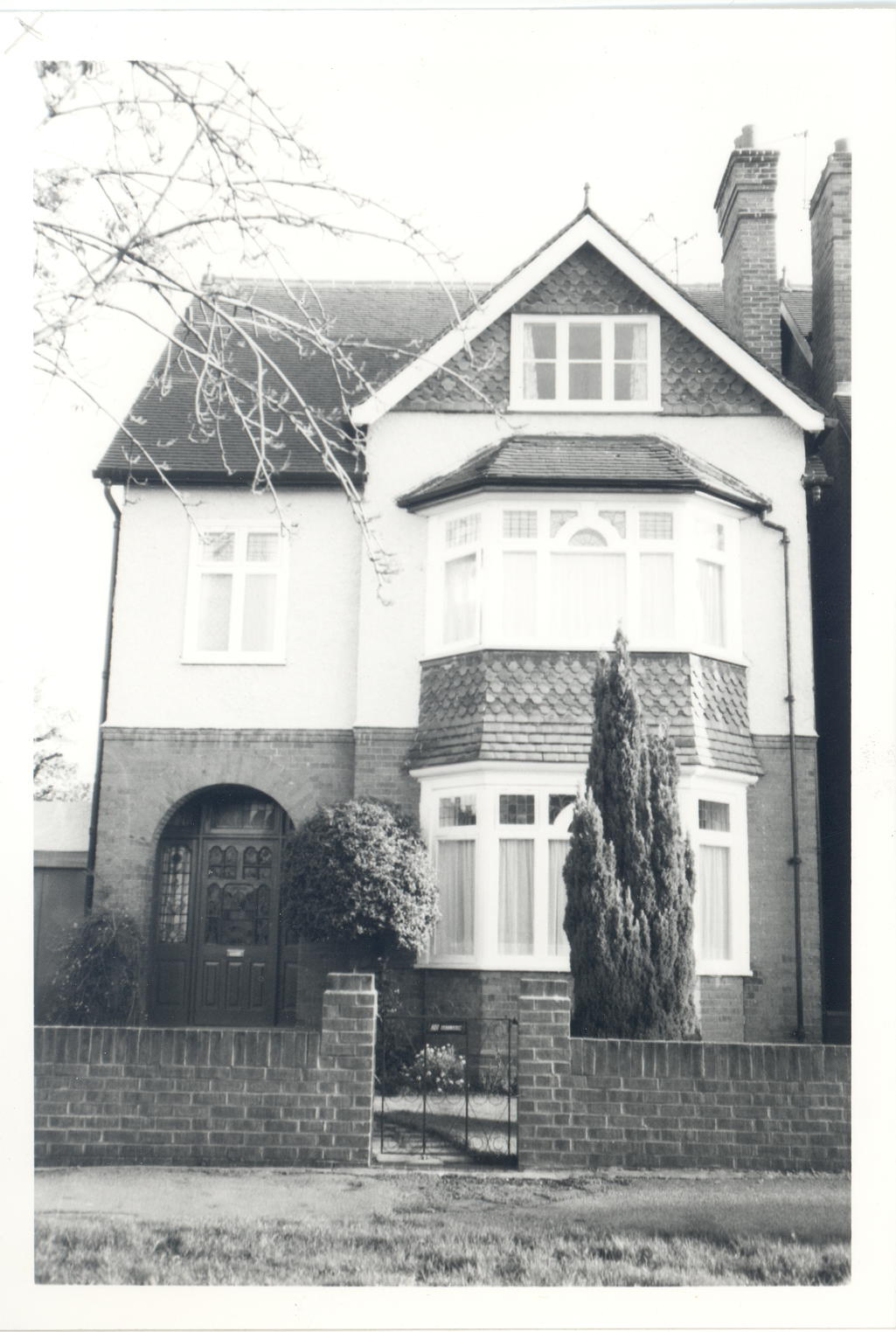 A black and white photograph of 20 Monument Green, taken in 1982—roughly 50 years after author E.M Forster's occupation of it in the 1920s.