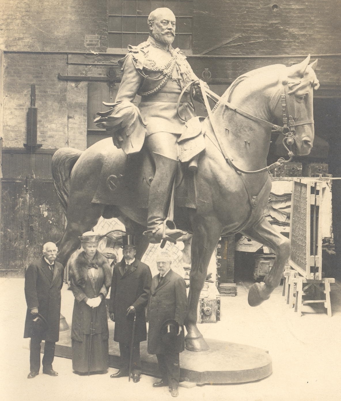 King George V and Queen Mary, flanked by A. B. Burton (right) and Sir Thomas Brock, in Thames Ditton Bronze Foundry during the Royal visit of 1921. The statue of Edward VII was sent to New Delhi.